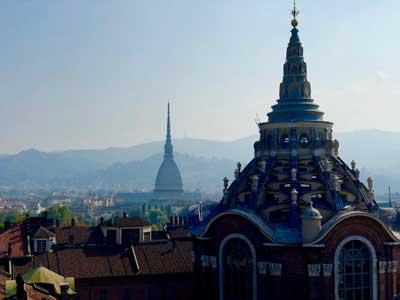 Panorama Turynu, widok na kopułę nad kaplicą z Całunem Turyńskim i Mole Antonelliana