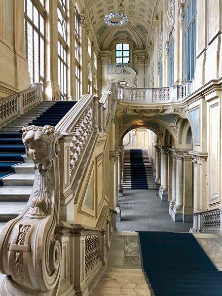 Schody wejściowe w muzeum Palazzo Madama w Turynie
