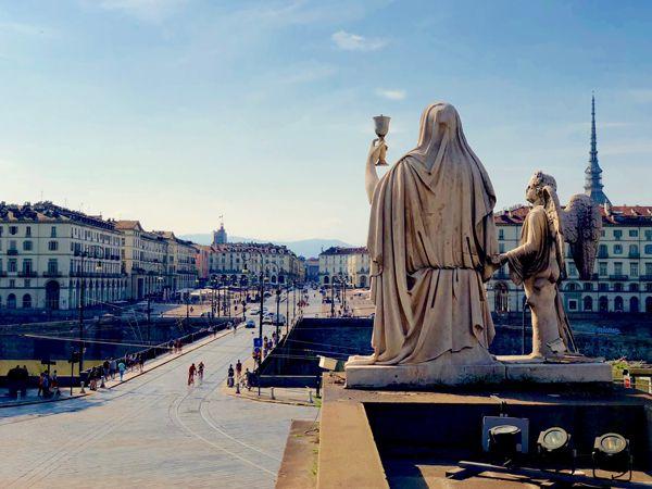 Widok na piazza Vittorio z kościoła Gran Madre w Turynie