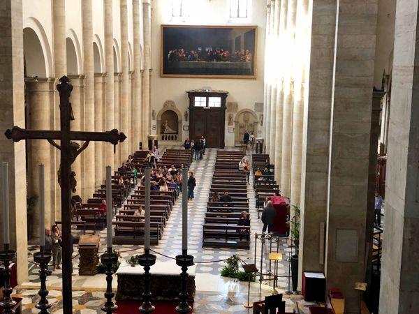 Wnętrze Katedry w Turynie gdzie znajduje się Całun Turyński i ołtarz Pier Giorgio Frassati