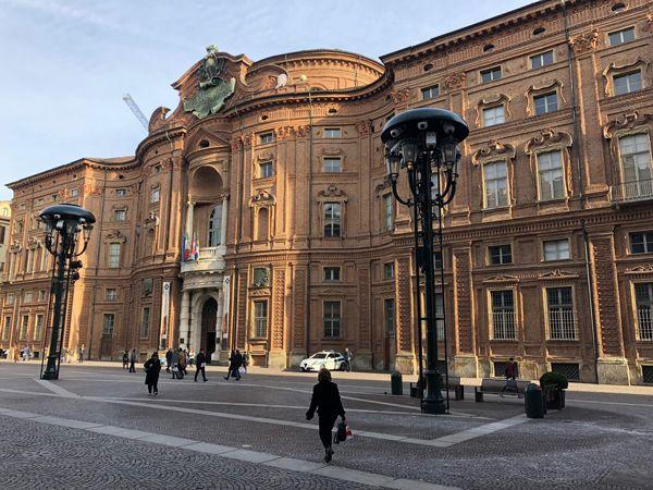 Palazzo Carignano w Turynie i plac o tej samej nazwie