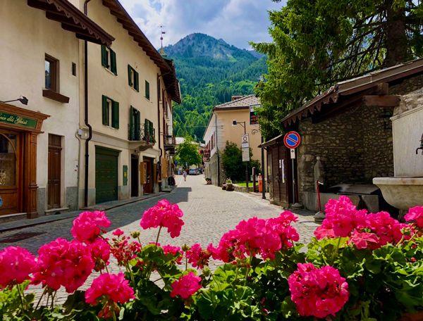 Bardonecchia to miasteczko w górach w Piemoncie we Włoszech