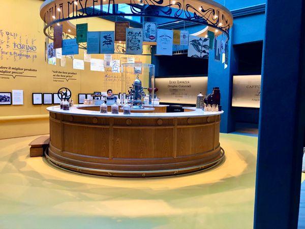 Muzeum kawy Lavazza w Turynie kawiarnia historyczna