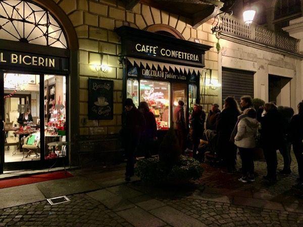 """Kawiarnia """"El Bicerin"""" to miejsce gdzie można wypić Bicerin włoski napój∆ kawowo czekoladowy w Turynie"""