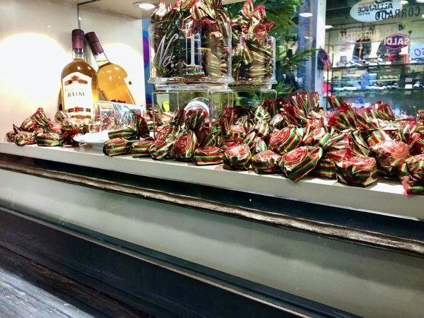 Cunesi to przykład włoskich słodyczy z Turynu