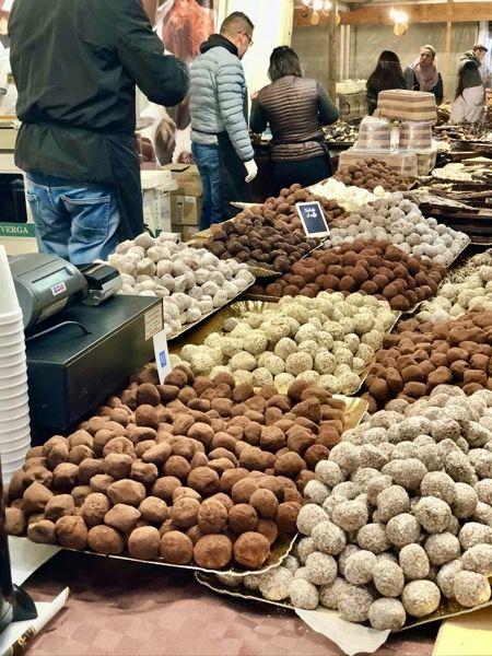 Trufla jaka przykład włoskich słodyczy z Turynu
