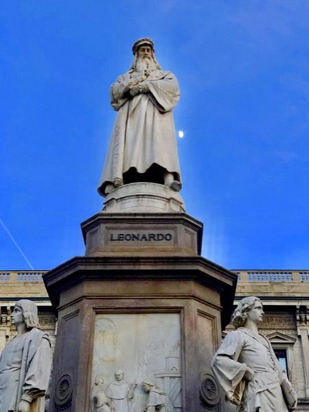 Pomnik Leonardo Da Vinci w Mediolanie