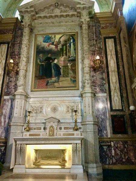 Ołtarz świętegoDominika Savio, podopiecznego księdza Jana Bosko w Turynie