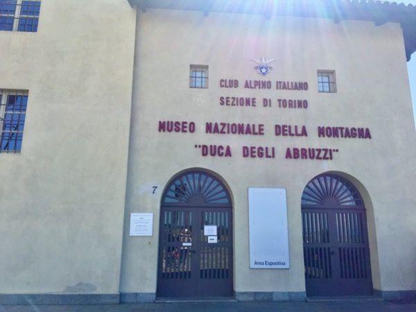 Wejście do Muzeum Gór na Monte dei Cappuccini w Turynie