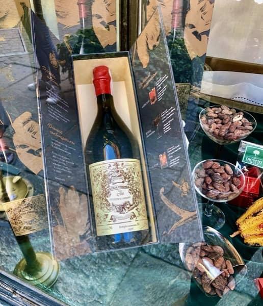 Butelka oryginalnego wermutu pochodzącego z Turynu we Włoszech