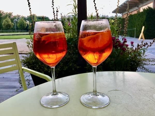 Dwa kieliszki do aperitivo