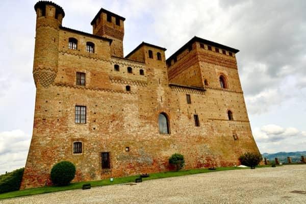 Zamek Grinzane Cavour niedaleko Alby, to tutaj odbywa się międzynarodowa aukcja białych trufli