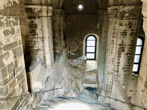 Wnętrze opactwa św. Archanioła Michała, Schody Umarłych