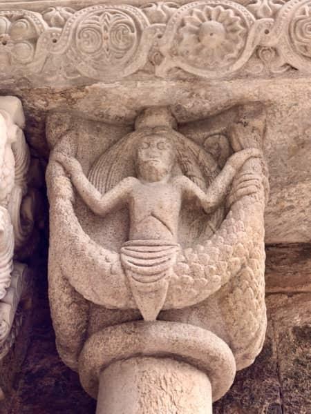 Fragment portalu Porta dello Zodiaco w opactwie św. Archanioła Michała w Piemoncie