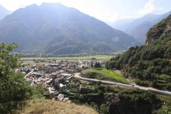 Zamek w Verrès w Dolinie Aosty widok na okolicę
